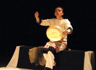 Céline Espardelier, Contes inuit - Assise au tambour