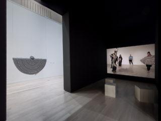 Vue de l'exposition Maria Hupfield