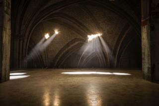 Yann Pocreau Cathédrale, 2013. Photographié par Maxime Boisvert. Avec l'aimable autorisation de la Galerie Simon Blais, Montréal. Collection du Musée d'art contemporain de Montréal.