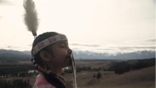 Sokinaa' Passkaan Aassisstoi (Clochettes de l'espoir) | Taylor Crowspreadshiswings + Wapikoni mobile | 4min30sec | 2020 | Canada