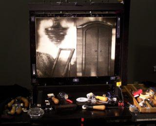L'écran d'épingles et les outils de Michèle Lemieux